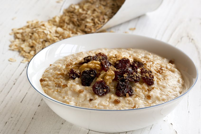 Warmes Quinoaflocken Porridge mit Superfood