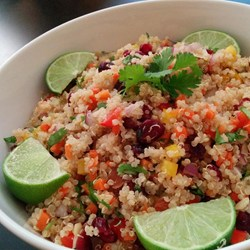 quinoa salat 10 gesunde teils vegane rezepte. Black Bedroom Furniture Sets. Home Design Ideas